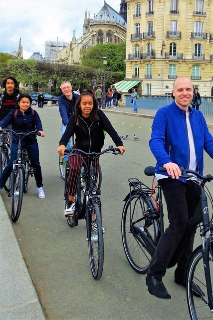 Paris Seine iconic bike tour by simply france tours 2018